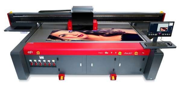 Large-format printerprinting graphic